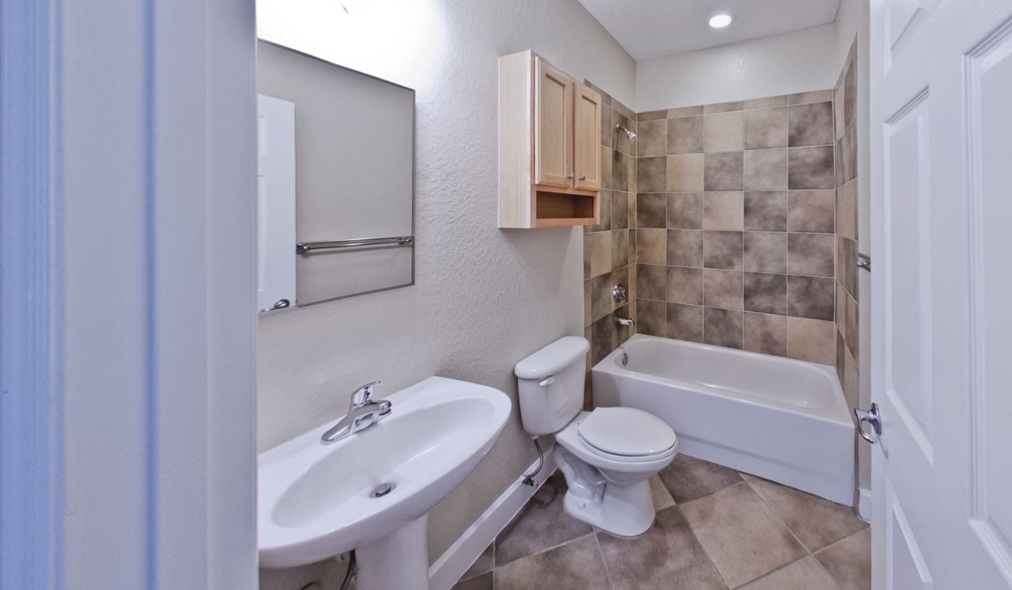 1 Bedroom Apartments In Gainesville Fl: Stratford Court Luxury 1 Bedroom Apartments In Gainesville